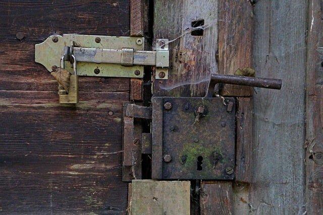 instalar cerradura de sobreponer